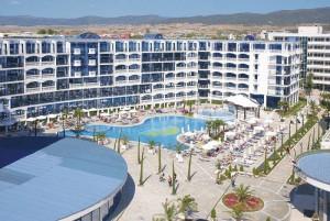 chaika beach resort_belső udvar_napospart