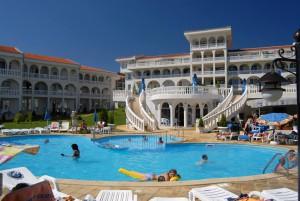 nyaralás bulgariában_jugen brjag_medence