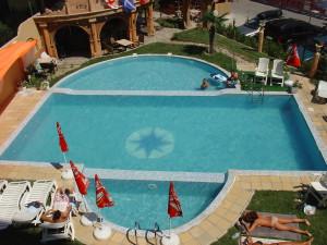 nyaralás bulgáriában_colosseumII_medence